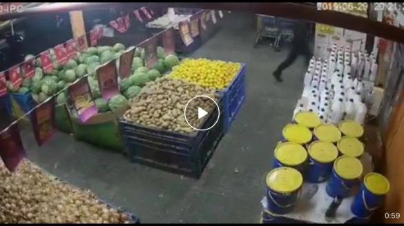 شاهدوا: 7 ملثّمين من طمرة يقومون بعملية سطو مسلّح ويسرقون 140 ألف شيكل