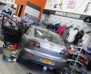 صور: سيارة تستقر في محل للملابس !