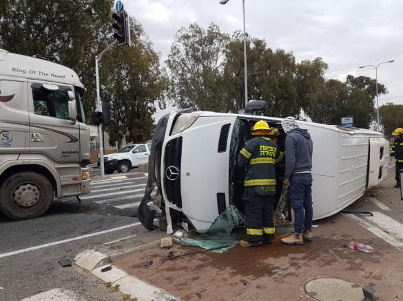 حادث طرق بين 3 مركبات بالقرب من الخضيرة