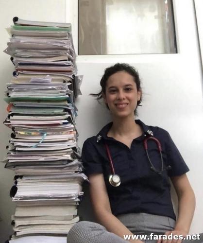 تهنئة: أول طبيبة في القرية تعفى من امتحان الدولة وتنهي امتحان الترخيص الأمريكي