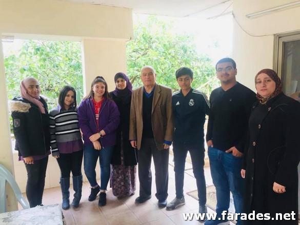 صور: طلاب مدرسة الظهرات في زيارة لبعض المعلمين المتقاعدين