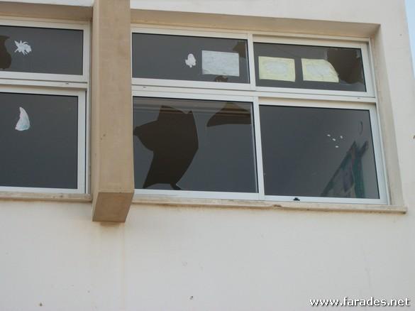 صور من عملية التخريب التي تعرضت لها المدرسة الشاملة والتكنولوجية عتيد