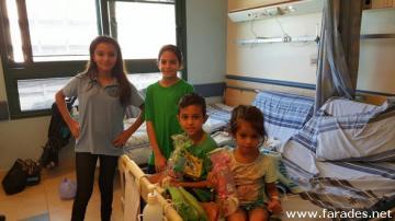 طلاب مدرسة الشافعي يزورون مرضى مستشفى هيلل يافه