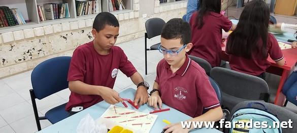 صور من مشاركة طلاب السوابع في فعاليات يوم العلوم