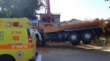 إصابة خطيرة لعامل إثر إنهيار مضخة باطون في بنيامينا
