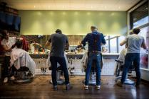 الحكومة تعلن عن حزمة من التسهيلات من ضمنها فتح المحلات التجارية وصالونات التجميل والحلاقة