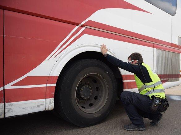 حملة مرورية لشرطة السير ضد الباصات في المنطقة