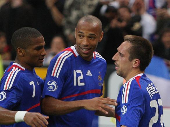 العقاب الفرنسي: استبعاد لاعبي المونديال واستدعاء بنزيمة ونصري للنرويج