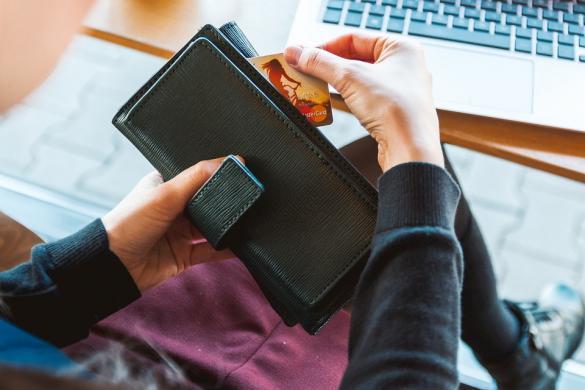 عامل من الضفة: ساعدوني في العثور على محفظتي الضائعة